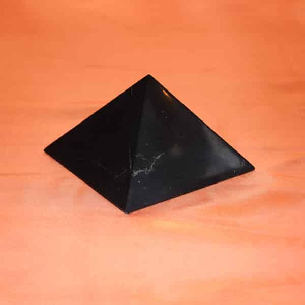 Shungite pyramide polie de 10 cm | Arkanova
