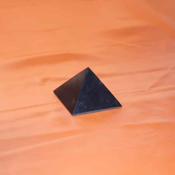 Shungite pyramide polie de 5 cm | Arkanova