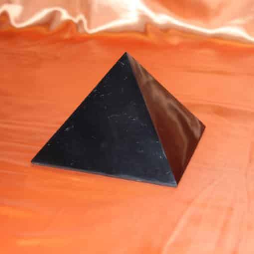 Shungite pyramide polie de 15 cm | Arkanova