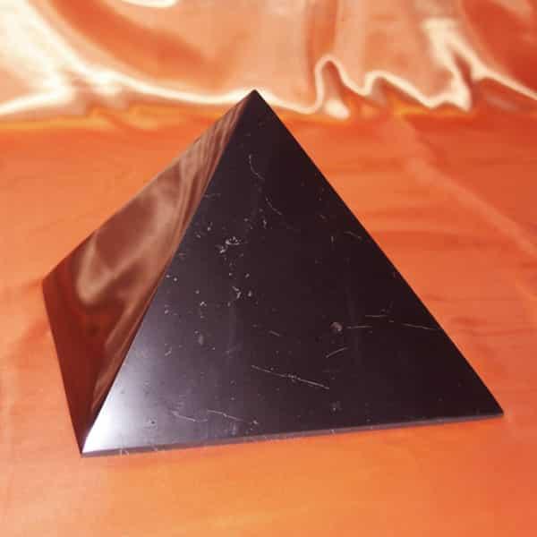 Shungite pyramide polie de 20 cm | Arkanova