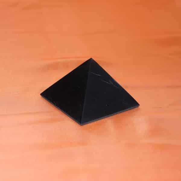 Shungite pyramide polie de 7 cm | Arkanova